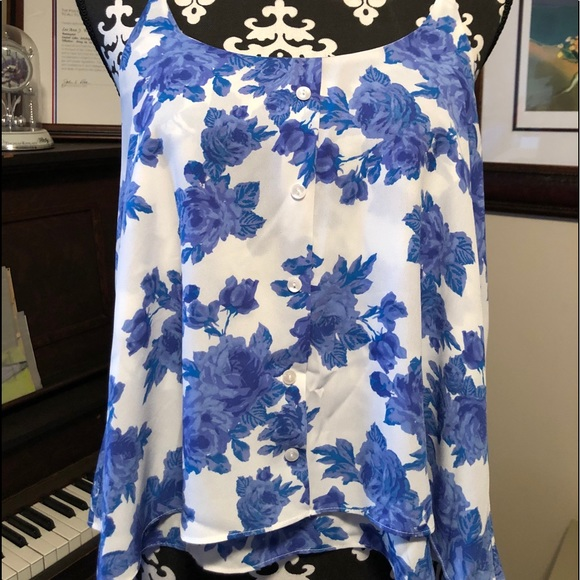 Gorgeous flowing Paper Crane summer top!